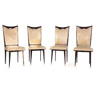 Lote 4 sillas. Años 60. Elaboradas en madera. Con respaldo trapezoidal, asientos en tapicería de piel beige y soportes cónicos.