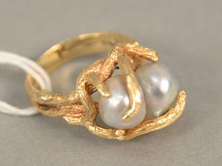 14K gold ring set with two pearls, size 7. total weight 10.5 grams