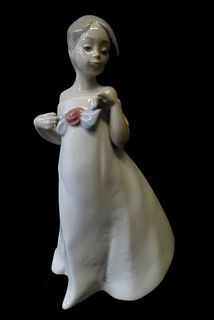 NAO by Lladro Daisa 2005 Girl with Bow