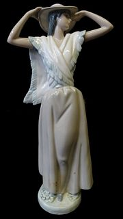 NAO by Lladro Daisa Lady Porcelain