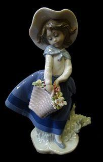 Lladro #5222 Pretty Pickings Porcelain