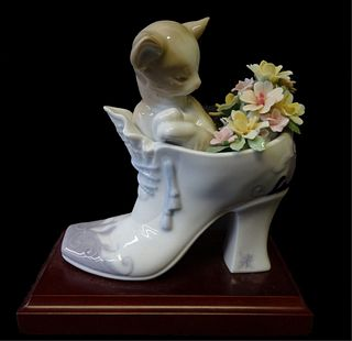 Lladro Daisa 2000 Cozy Fit Porcelain