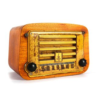 VINTAGE ART DECO ERA EMERSON GOLDEN AGE TABLE RADIO