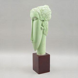 Cabeza. Reproducción de Amedeo Modigliani. Elaborada en fibra de vidrio color verde. Con base. 43 x 13 x 21 cm.