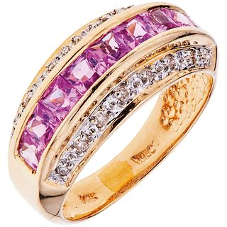 SAPPHIRES AND DIAMONDS RING. 14K YELLOW GOLD