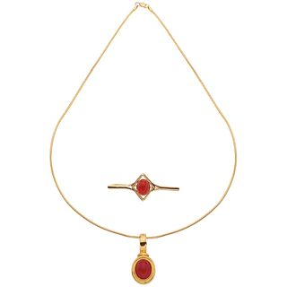 CHOKER, PENDANT AND BROOCH WITH CORALS. 18K, 14K AND 10K YELLOW GOLD