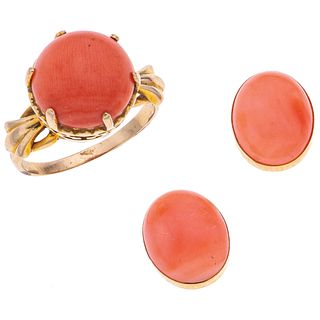 RING AND EARRINGS SET WITH CORALS. 18K YELLOW GOLD
