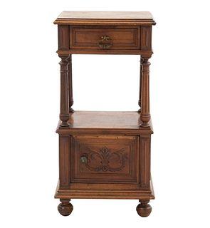 Mesa de noche. Francia. Siglo XX. Estilo Enrique II. En talla de madera de nogal. Con cajón y puerta. 84 x 41 x 36 cm.