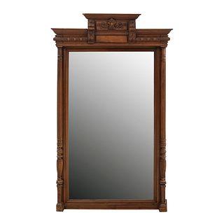 Espejo. Francia. Siglo XX. Estilo Enrique II. En talla de madera de nogal. Con luna rectangular biselada. 176 x 107 x 15 cm.