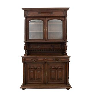 Buffet. Francia. SXX. Estilo Enrique II. En madera de roble. A 2 cuerpos. Con 2 cajones y 4 puertas, 2 con cristal. 236 x 144 x 60 cm.