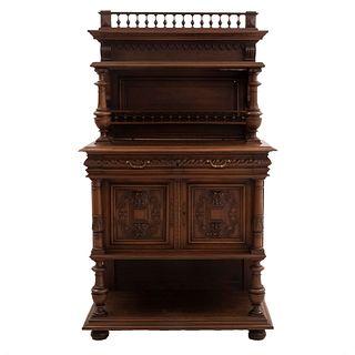 Aparador. Francia. SXX. En madera de nogal. Con cubierta rectangular, entrepaños superior e inferior y 2 cajones. 174 x 100 x 50 cm.