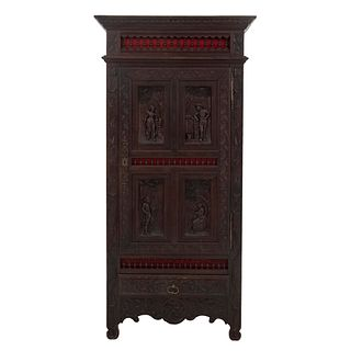 Armario. Francia. Siglo XX. Estilo Bretón. En talla de madera de roble. Con puerta abatible y cajón con tirador. 200 x 98 x 57 cm.