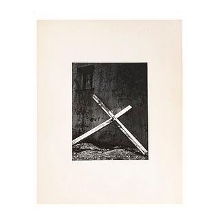 Salas Portugal, Armando. Cruz. México. Black and white photograph,  (17 x 24 cm). On paper. Propietor seal.