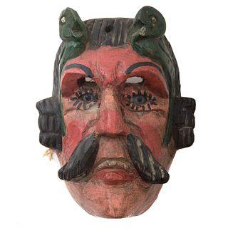 Máscara. México. Siglo XX. Elaborada en madera policromada. Decorada con ojos de vidrio.