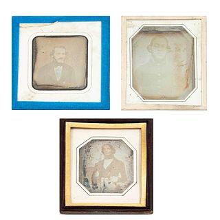 Lote de 3 Daguerrotipos. Consta de: Retrato de José Gregorio Espinosa. Inicios siglo XX. Enmarcado. 7.5 x 6 cm. Otros.