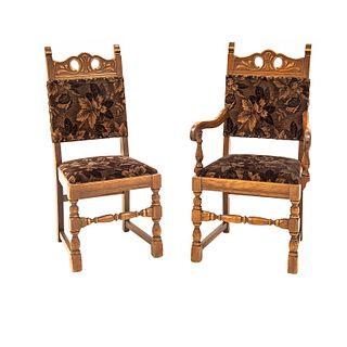 Sillón y silla. Siglo XX. Estilo Enrique II. Elaboradas en madera tallada. Con respaldos y asientos en tapicería color café.
