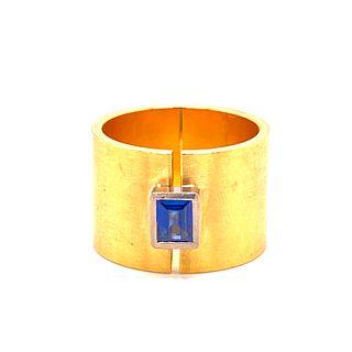 18k Gold Sapphire Modern Ring