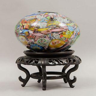 Centro de mesa. Italia. Siglo XX. Elaborado en cristal de Murano. Diferentes colores. Decorado con elementos orgánicos y florales