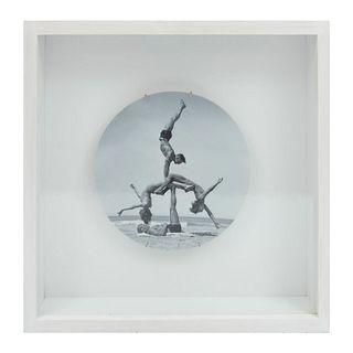 """Jeff Koons. Sin título, de la serie """"Popeye"""", 2012. Firma impresa en la parte posterior. Plato de porcelana Bernardaud. Enmarcado."""