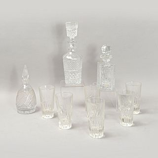 Lote de 9 piezas. Checoslovaquia. Siglo XX. Elaborados en cristal de Bohemia. Consta de: 3 licoreras y 6 vasos.