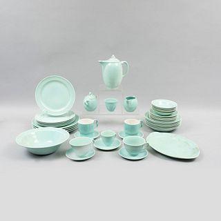 Servicio de vajilla. E.U.A., siglo XX. Elaborado en cerámica Lu-Ray Pastels color menta. Piezas: 54