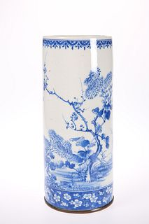 A CHINESE BLUE AND WHITE PORCELAIN CYLINDER VASE