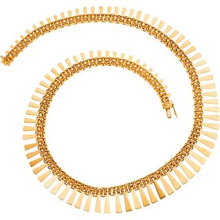 Choker in 18k yellow gold. Weight: 57.9 g. Length: 17.3""