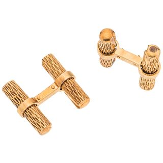 "Pair of cufflinks in 18k yellow gold. Weight: 20.3 g. Size: 0.9 x 0.9"" (2.3 x 2.3 cm)"