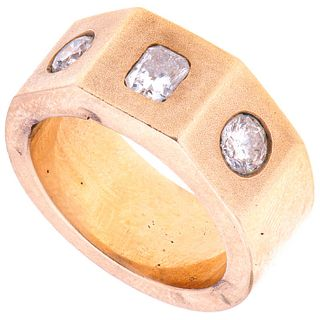 Ring in 14k yellow gold and 3 diamonds ~1.10 ct. Clarity: VS2-SI2. Weight: 23.7 g. Size: 8 ¾