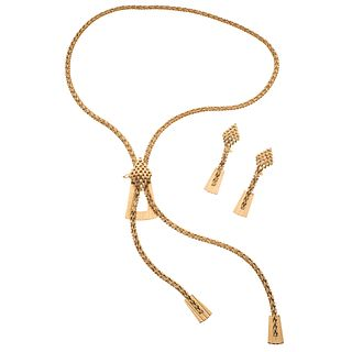 Set of necklace and pair of earrings in 18k yellow gold. Weight: 87.2 g. Length: 34""