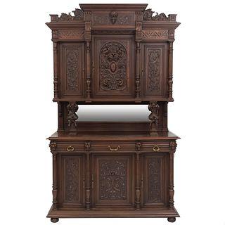 Buffet. Francia. SXX. Estilo Enrique II. En madera de nogal. A 2 cuerpos. Con espejo central, 3 cajones y 6 puertas. 245 x 150 x 54 cm.