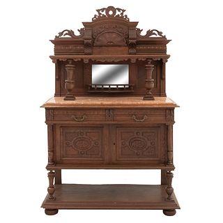 Aparador. Francia. Siglo XX. Estilo Enrique II. En talla de madera de roble. Con cubierta rectangular de mármol. 189 x 120 x 46 cm.