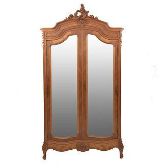 Armario. Francia. Siglo XX. Estilo Luis XV. En talla de madera de nogal. Con 2 puertas abatibles con espejos. 253 x 137 x 55 cm.