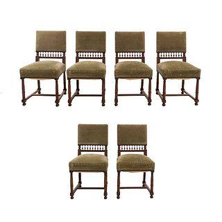 Lote de 6 sillas. Francia. SXX. Estilo Enrique II. En madera de nogal. Con respaldos semiabiertos y asientos en tapicería geométrica.