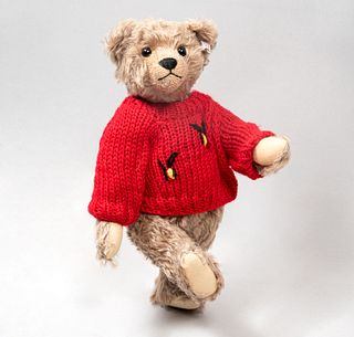 Toy Bear. Germany. 20th century. Steiff. Plush toy. Series number 00464. With brand button and label.