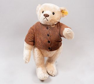 Toy Bear. Germany. 20th century. Steiff. Plush toy. Series number 057/42. With brand button and label.