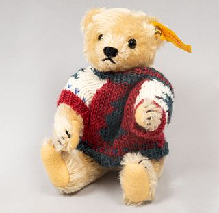 Toy Bear. Germany. 20th century. Steiff. Plush toy. Series number 0163/19. With brand button and label.