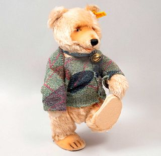 Toy Bear. Germany. 20th century. Steiff. Plush toy. Series number 0176/29. With brand button and label.