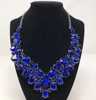 Glamorous Blue Crystal Necklace
