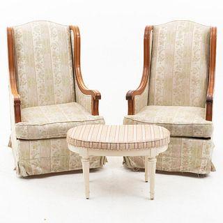 Par de sillones y taburete. Siglo XX. En talla de madera. Con respaldos cerrados y asientos en tapicería rayada y floreada.