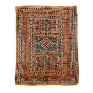 Tapete. Afganistán. Siglo XX. Anudado a mano en fibras de lana. Decorado con elementos geométricos. 256 x 148 cm.