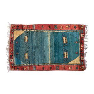 Tapete. Persia, Sarough Sherkat Faish, SXX. Anudado a mano en fibras de lana y algodón. Decorado con elementos geométricos. 206x130 cm