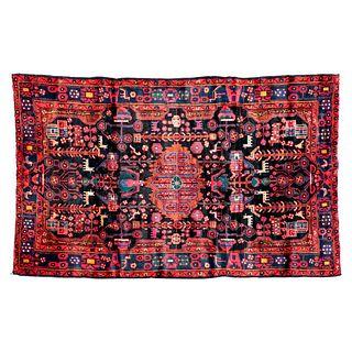 Tapete. Persia, Sarough Sherkat Faish, siglo XX. Anudado a mano en fibras de lana y algodón sobre fondo negro. 303 x 152 cm