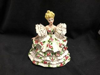 VINTAGE PORCELAIN ESD JAPAN FIGURINE OF A PRETTY LADY WHITE WITH FLOWERS