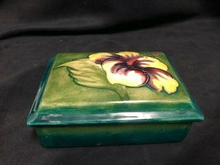 VINTAGE GREEN WALTER MOORCROFT COVERED TRINKET BOX