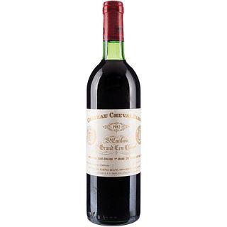 Château Cheval Blanc. Cosecha 1982. St. Émilion. 1er. Grand Cru Classé. Nivel: en el cuello.