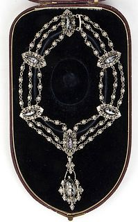 An English Victorian lady glass Cameo pendant silver necklace - 19th Century