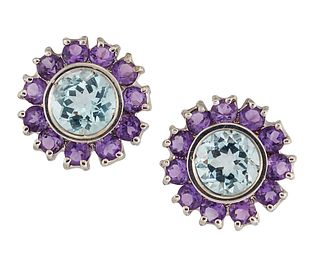 A PAIR OF 18CT AQUAMARINE AND AMETHYST EARRINGS, the round faceted aquamari