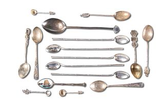 A COLLECTION OF SILVER AND WHITE METAL SPOONS, including a set of five Chin