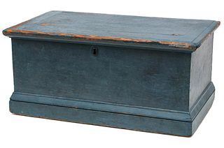 A 19TH CENTURY AMERICAN BLANKET CHEST IN OLD BLUE PAINT